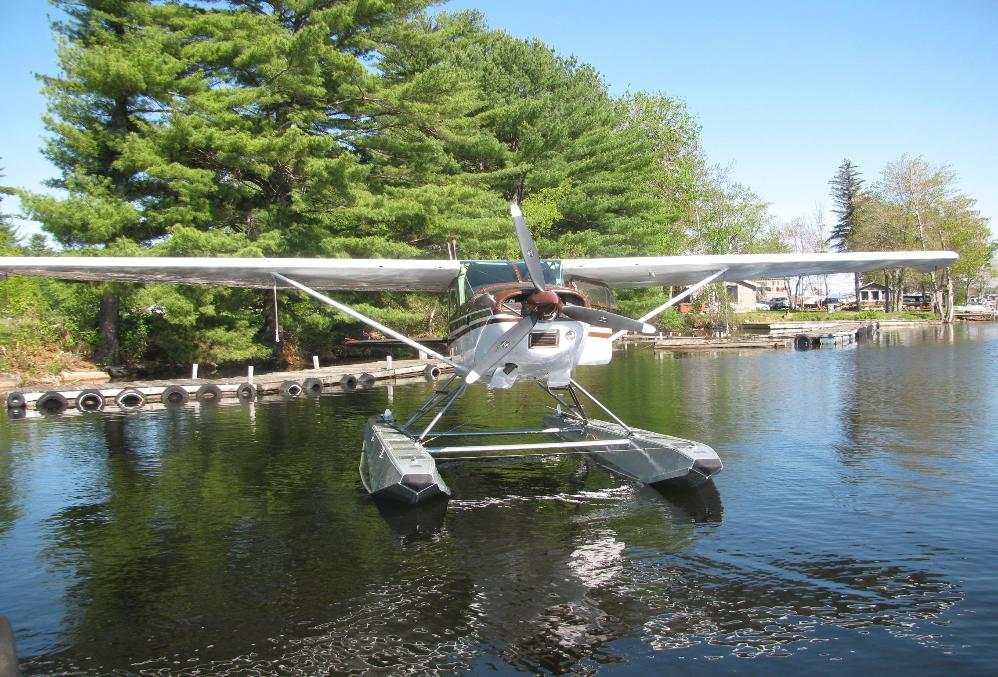 Cessna 180 float plane